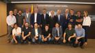 Los integrantes del jurado que otorgó el premio a Messi en compañía de Bartomeu, J.L. Rovira, Borja, Grau y Sobies