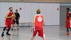 Marc Gasol, entrenando con el equipo sub18 de la Escola B�squet Girona
