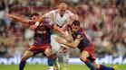 Pepe pugna un balón con Villa y Busquets en el empate a uno del clásico del Bernabéu de la temporada 2010/11