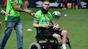 Follmann lleva seis meses en tratamiento médico
