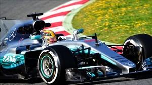 Hamilton, en plena acción en el Circuit