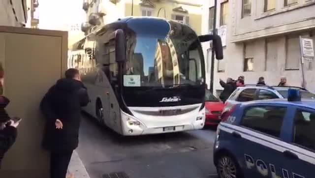 La llegada del FC Barcelona a su hotel a Turín para el partido frente a la Juventus