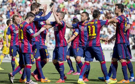 Los jugadores del Bar�a celebran uno de sus ocho goles conseguidos frente al C�rdoba