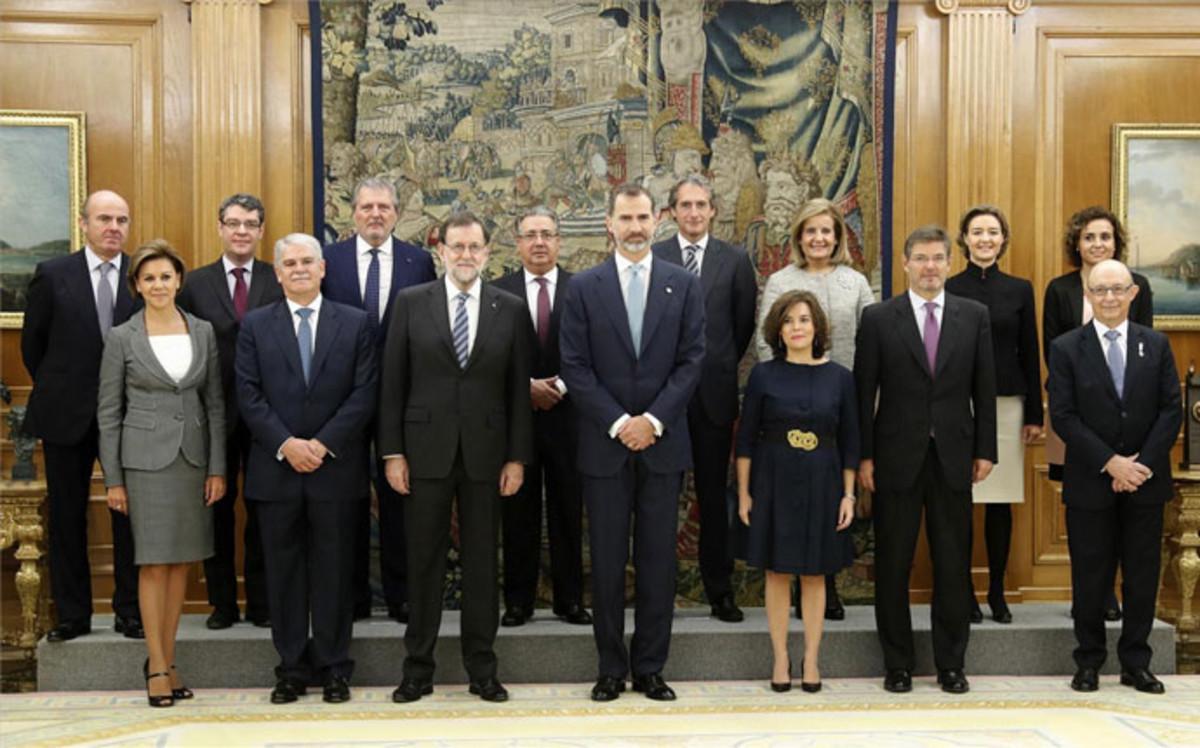 Rajoy de guindos s enz de santamar a y de cospedal son for Ministros del gobierno
