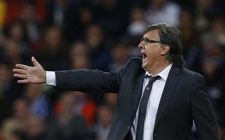 Martino felicitó a sus jugadores tras el triunfo en el Bernabéu