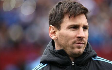 Messi vio el Argentina-El Salvador desde el banquillo