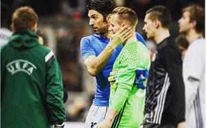 Ter Stegen ha publicado en las redes sociales esta foro con Buffon tras el partido del miércoles