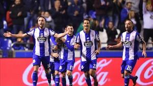 Carles Gil, segundo por la izquierda, y Guilherme dos Santos, el cuarto, acaban contrato el próximo 30 de junio