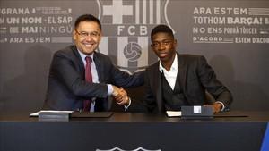 Bartomeu presentó al futbolista más caro de la historia del Barcelona