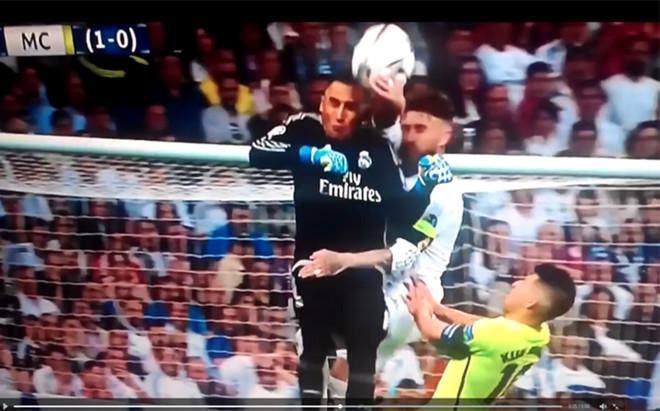 La imagen que demuestra el penalti de Sergio Ramos
