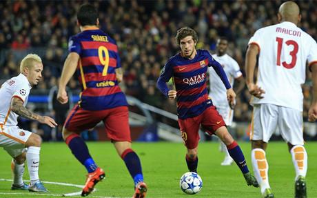 Sergi Roberto, en una acci�n del partido de Champions League entre el FC Barcelona y la Roma