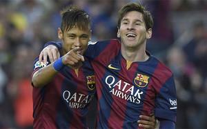 Neymar y Messi celebran un gol del FC Barcelona durante la temporada 2014-15