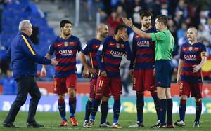 Los jugadores del FC Barcelona se quejaron al árbitro de la dureza con la que se empleó el Espanyol