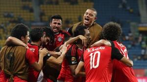 Los jugadores de Egipto celebran el gol en el último minuto