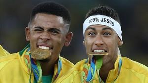 Gabriel Jesus y Neymar Junior, cuando conquistaron el oro olímpico con Brasil