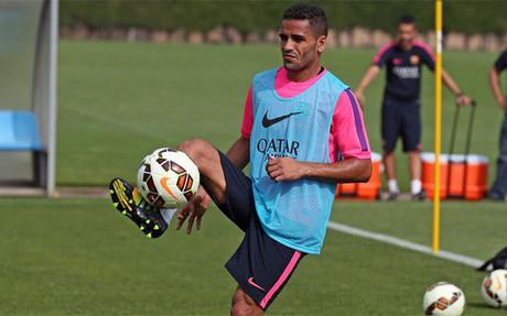 Douglas, durante un entrenamiento con el Bar�a