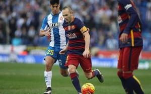 Iniesta, capitán del Barça en Cornellà