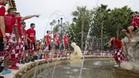 Los jugadores del Sevilla, en la fuente de la Puerta de Jerez