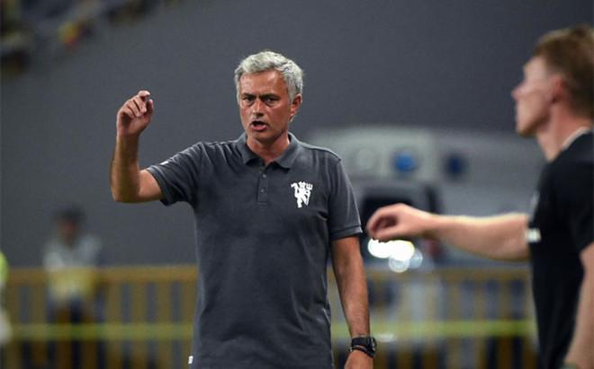 Mourinho se las tuvo con un periodista