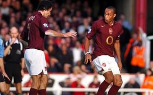 Pires y Henry fracasaron en su intento de igualar el penalti de Cruyff