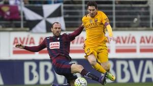 Messi siempre marca las diferencias ante el Eibar