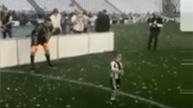 Buffon celebró el título jugando con los niños