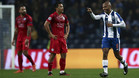 Brahimi anotó el 3-0, un golazo, rozándose el descanso