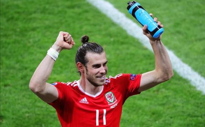 Gales vuelve a encomendarse a su Pr�ncipe Bale