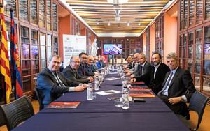 La Junta directiva en el Ateneu de Barcelona