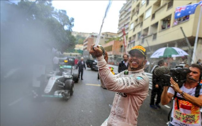 Lewis Hamilton celebr� con euforia su triunfo en el Gran Premio de M�naco