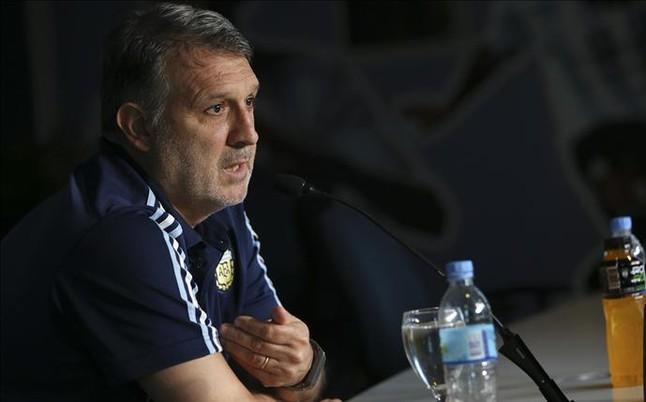 """Tata: """"Es muy dif�cil andar por la vida siendo Messi"""""""