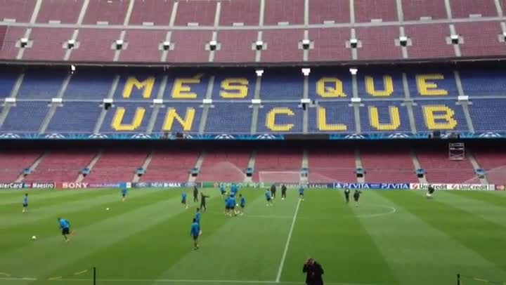 El Bar�a se entren� en el Camp Nou