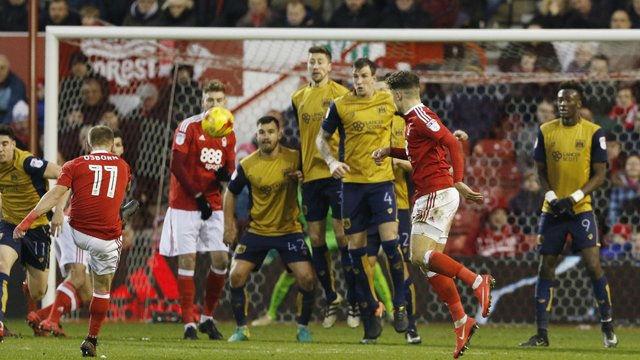 Espectacular gol de Osborn (Nottingham Forest) al estilo Le Tissier