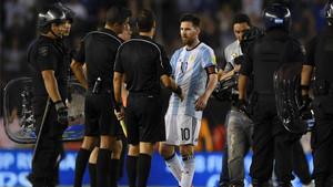 Messi, víctima de una sanción premeditada