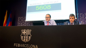 Imagen del sorteo realizado en el Camp Nou para adjudicar las entradas de la final de la Copa del Rey 2017