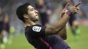 Luis Suárez marcó dos goles en el derbi