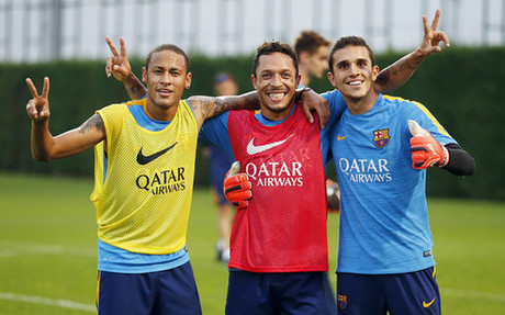 Neymar, Adriano y Masip, en el entrenaniento