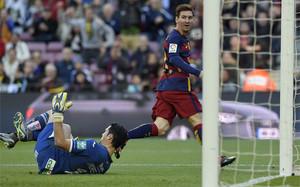 Messi marcó tres goles al Granada