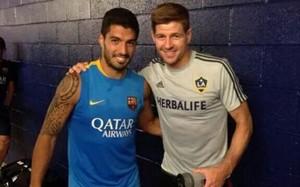 Suárez y Gerrard son buenos amigos