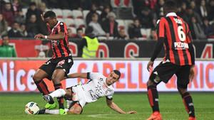El Niza remontó para seguir soñando con el título de la Ligue 1