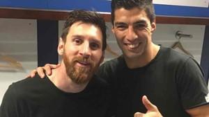 Luis Suárez felicitó a Messi