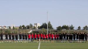 Antes de la sesión, jugadores y técnicos del filial se unieron en un respetuoso minuto de silencio