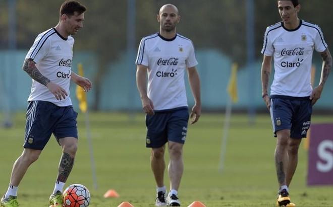 Messi, Mascherano y Pastore, durante un entrenamiento de Argentina