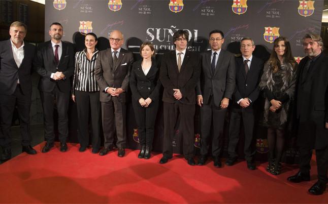 Puigdemont, Mas y Bartomeu, en el estreno de 'Su�ol, un crit valent'