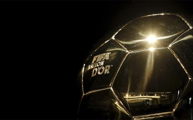 El trofeo FIFA Bal�n de Oro desaparece para pasar a ser Bal�n de Oro, entregado por France Football. La FIFA, sin embargo, crear� un nuevo trofeo