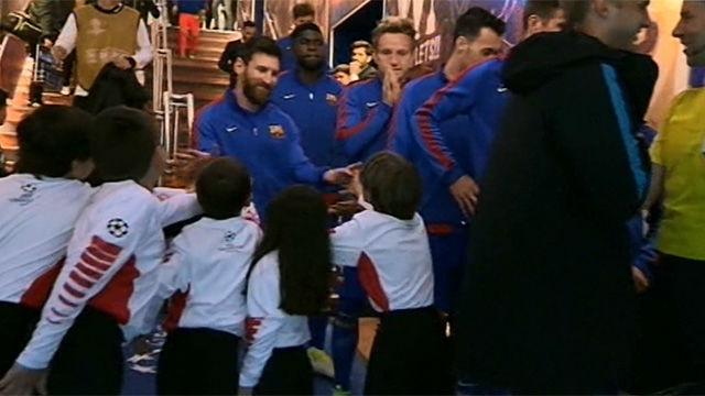 Locura por Messi en el túnel de vestuarios