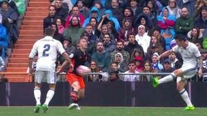 El Real Madrid reclamó penalty de Lato