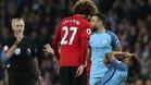 Marouane Fellaini vio tarjeta roja directa por un cabezazo a Agüero