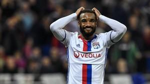 Lacazette ha jugado las seis últimas temporadas en el Lyon