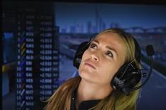 Carmen Jord�, pendiente de los monitores durante una carrera